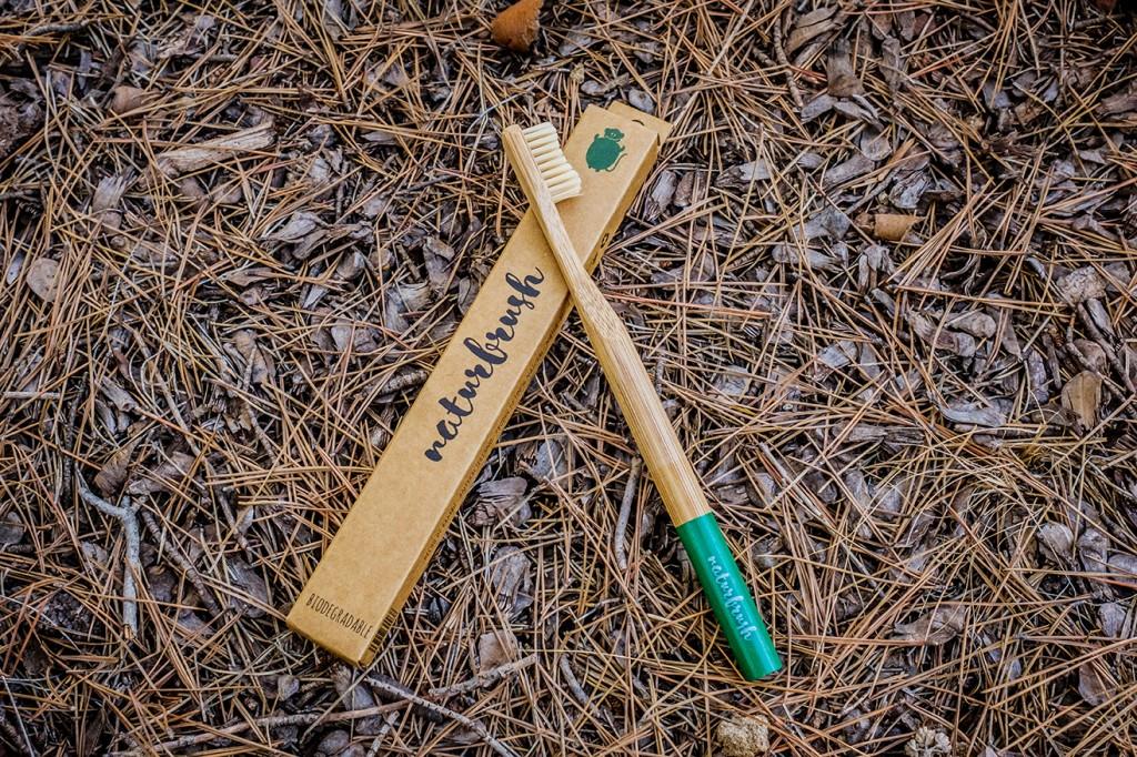 Cepillo de dientes de bambú, un producto reciclable 100%
