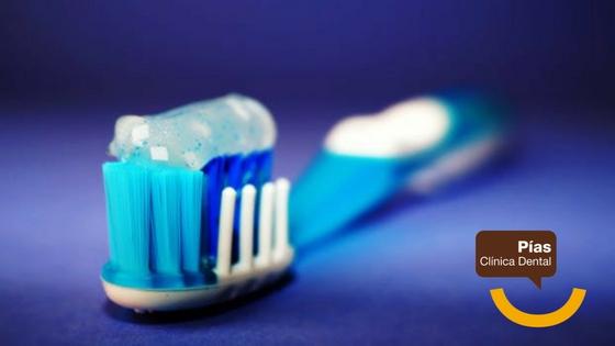 Un buen cepillo es clave para lavarse los dientes